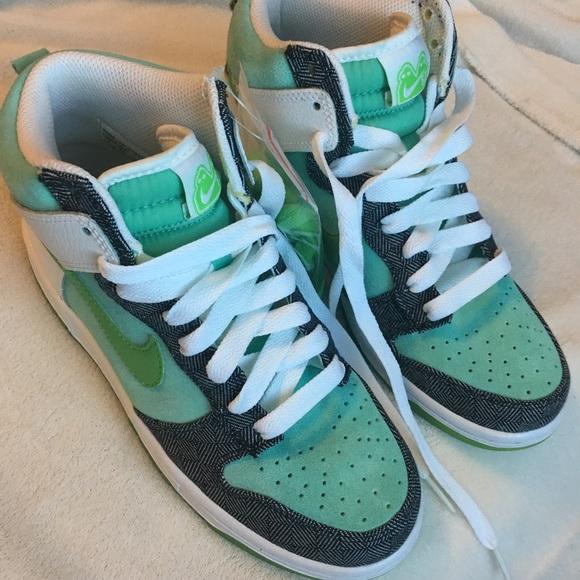 the best attitude 0acf4 02ec6 Nike 6.0 Women s Dunk High Shoes Size 7